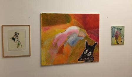 linker achterwand met drie werken van Pauline Hazeu